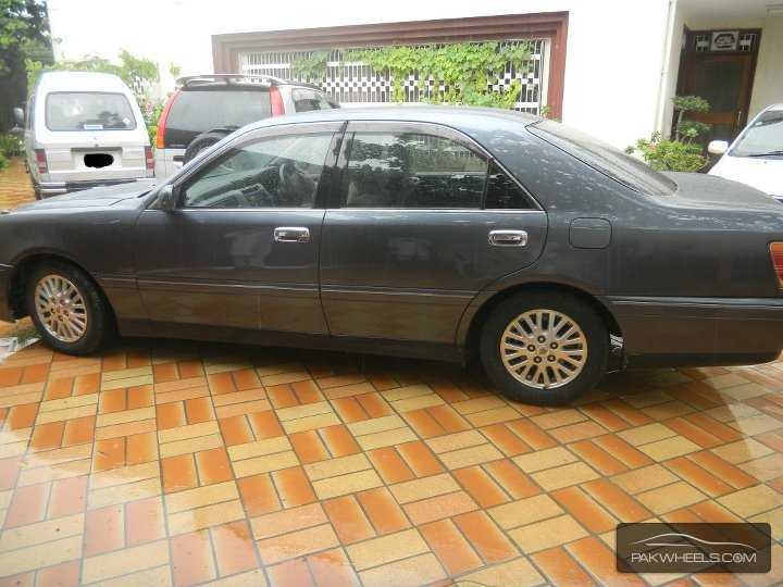 Toyota Crown Royal Saloon G 2001 Image-3