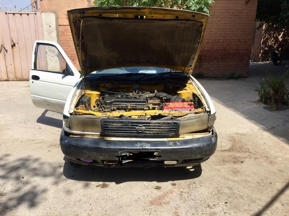 Nissan Sunny EX Saloon 1.3 (CNG) 1993 Image-1