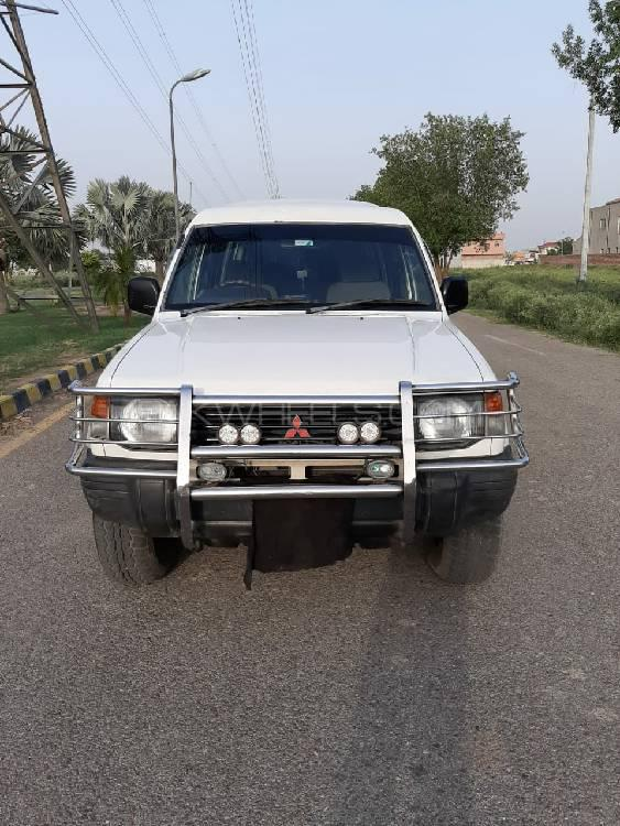 Mitsubishi Pajero 1993 Image-1