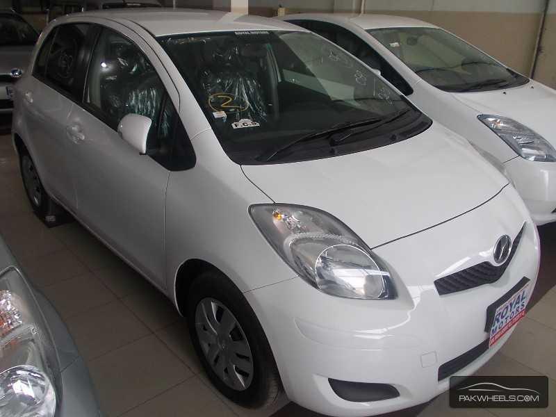 Toyota Vitz 2010 Image-3