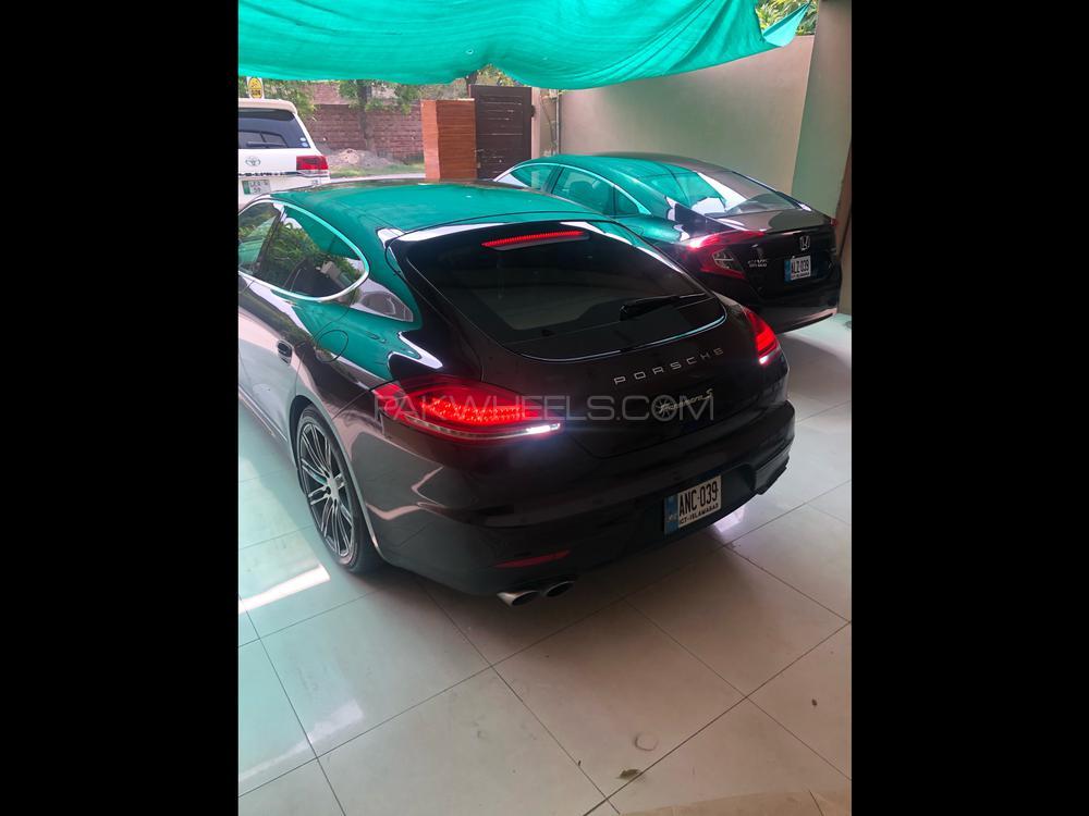 Porsche Panamera S E-Hybrid 2015 Image-1