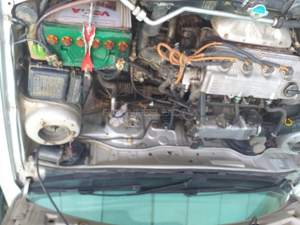 Suzuki Baleno GLi P 2004 Image-1