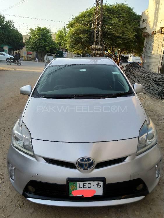 Toyota Prius S LED Edition 1.8 2012 Image-1