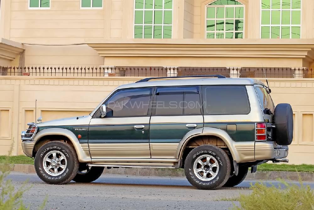 Mitsubishi Pajero Evolution 1993 Image-1