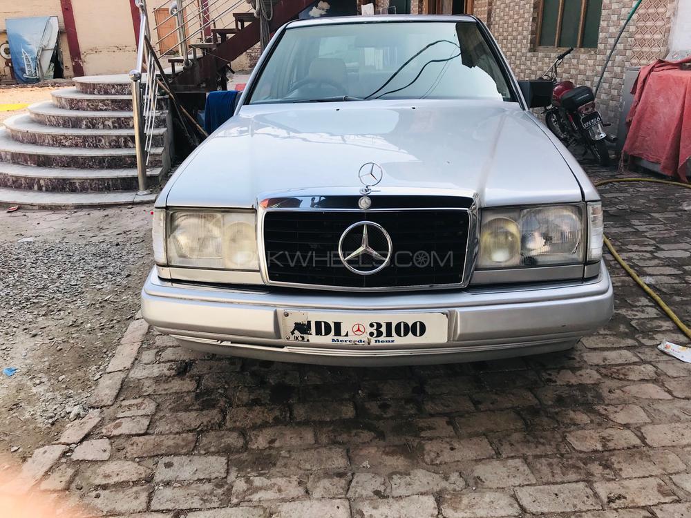 Mercedes Benz E Class E240 1986 Image-1