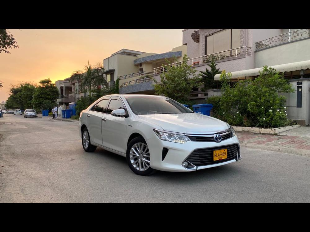 Toyota Camry Hybrid 2015 Image-1