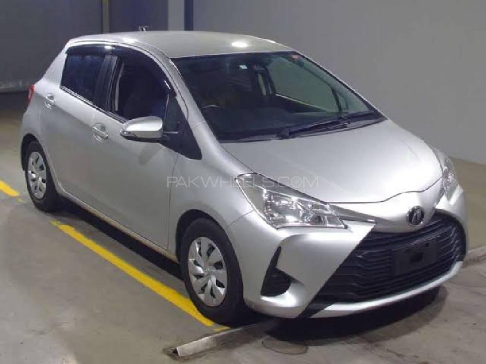Toyota Vitz F 1.0 2017 Image-1