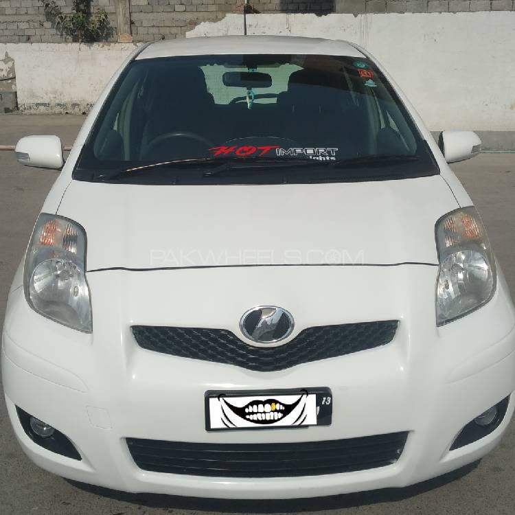 Toyota Vitz F 1.0 2010 Image-1