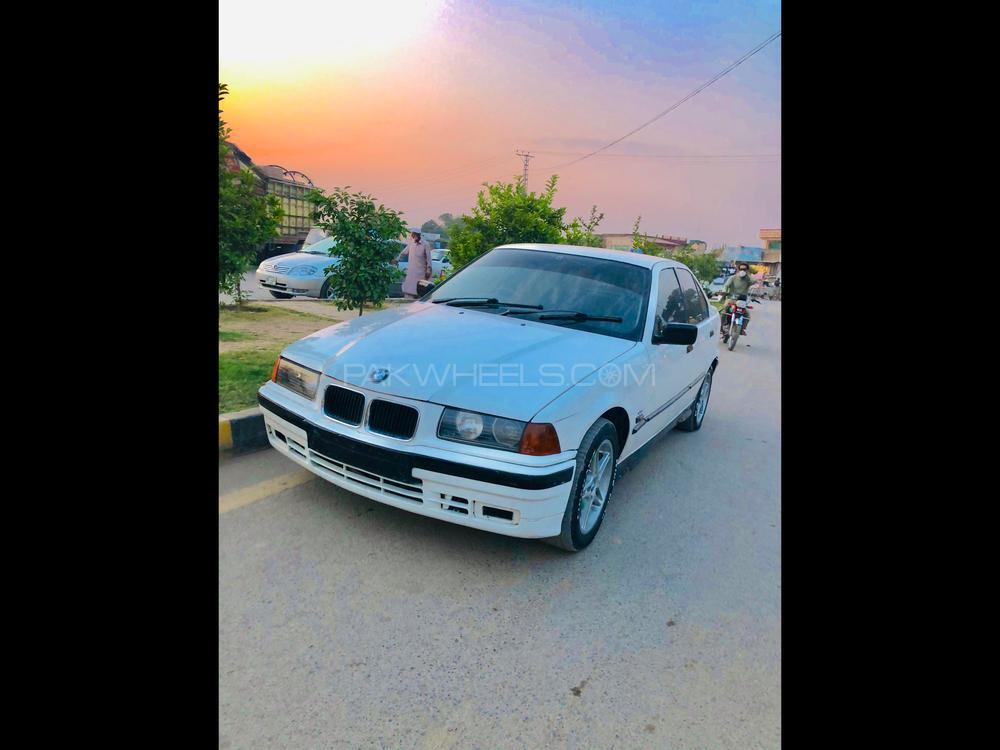 BMW 3 Series 1998 Image-1