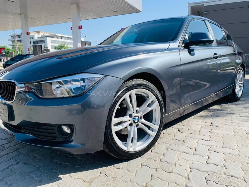 BMW 3 Series 320i 2013 Image-1