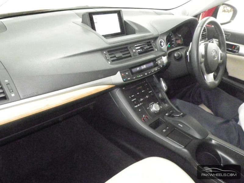 Lexus CT200h 2011 Image-4