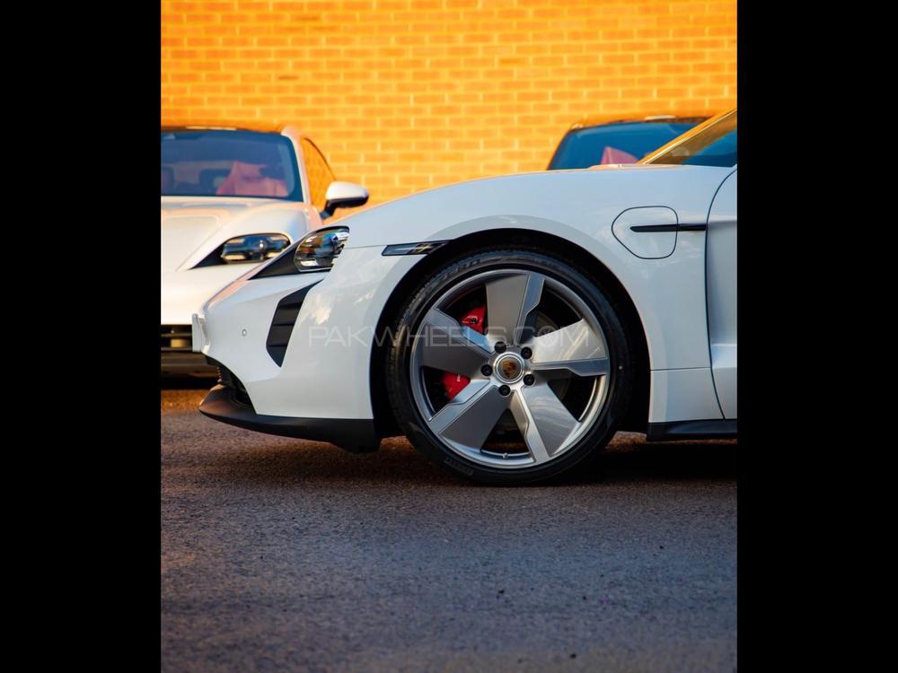 Porsche Taycan Turbo 2020 Image-1