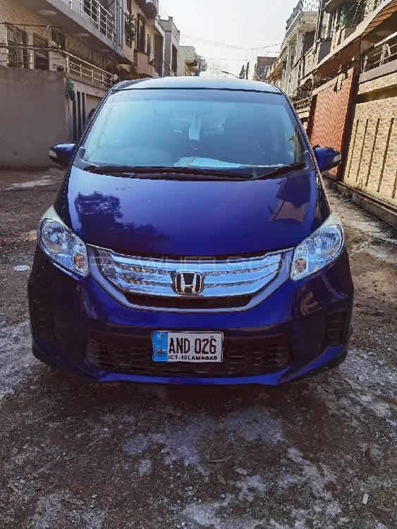 Honda Freed Hybrid 2013 Image-1