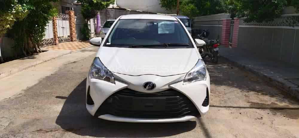 Toyota Vitz F 1.0 2018 Image-1