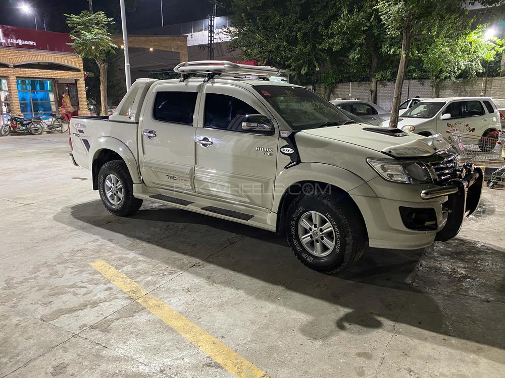 Toyota Hilux Vigo Champ G 2014 Image-1