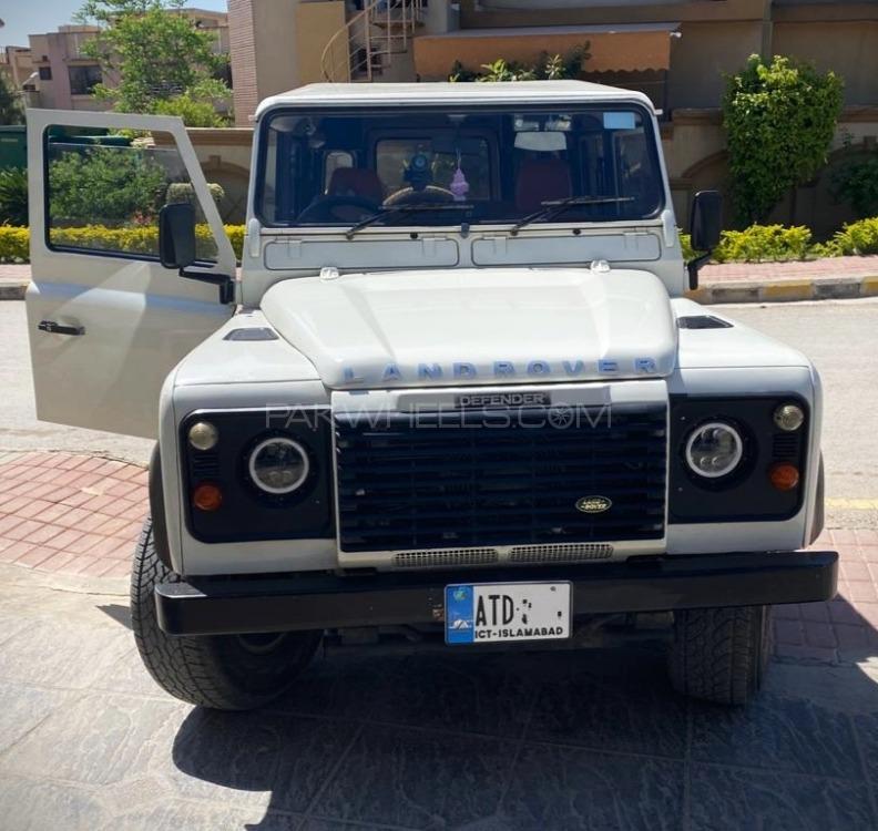 Land Rover Defender 110 SW 2005 Image-1