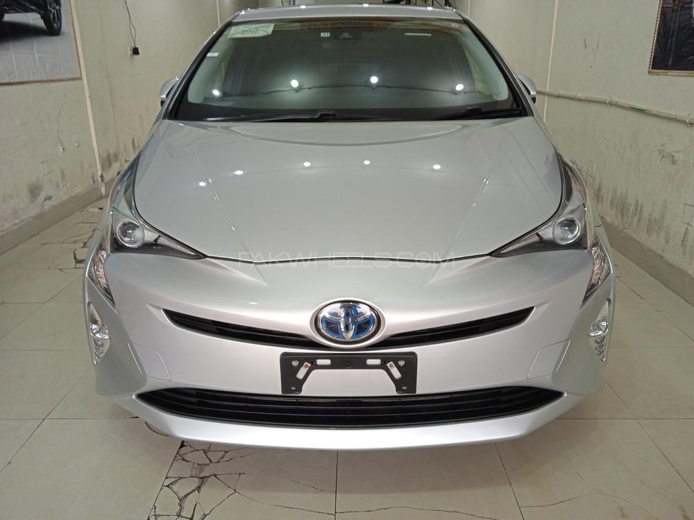 Toyota Prius A 2017 Image-1