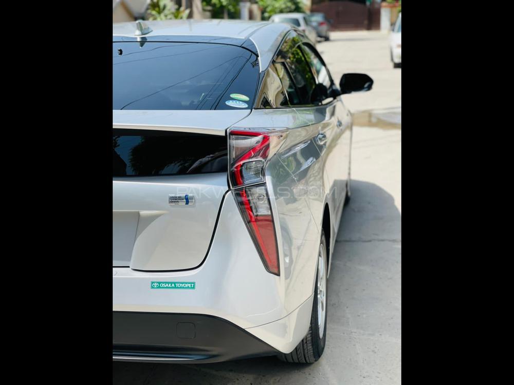 Toyota Prius S 2017 Image-1