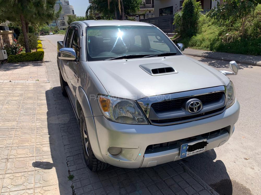 Toyota Hilux Invincible 2009 Image-1