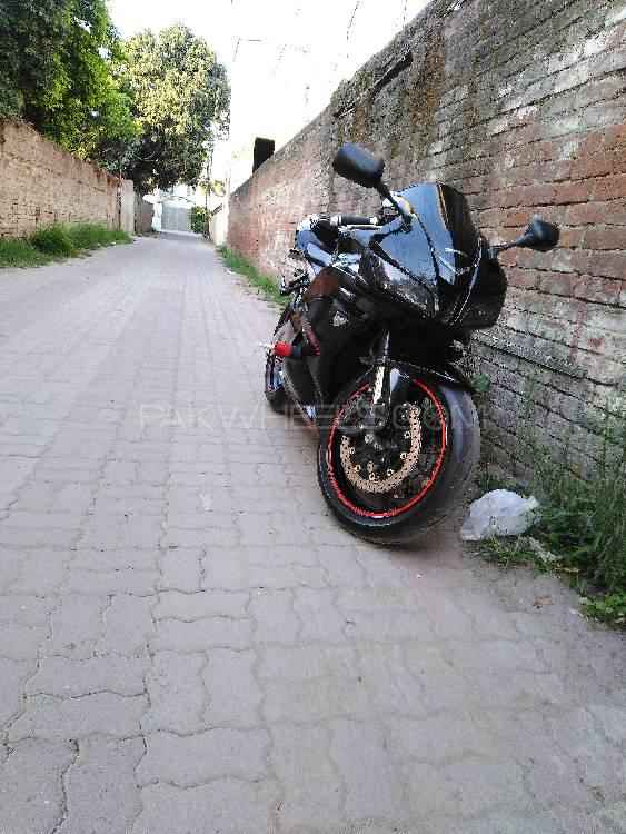 Honda CBR 600RR 2011 Image-1