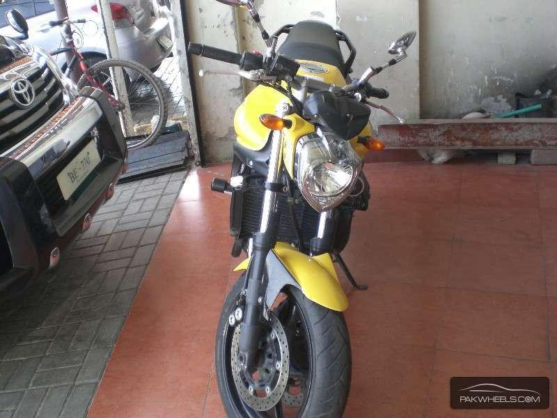 Yamaha FZ6 2011 Image-1