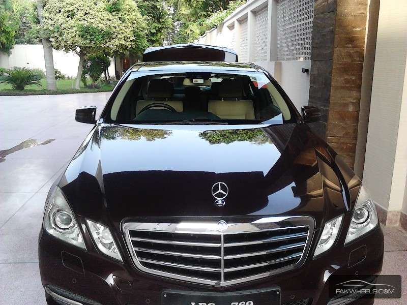 mercedes benz e class e250 cgi 2011 for sale in lahore pakwheels. Black Bedroom Furniture Sets. Home Design Ideas