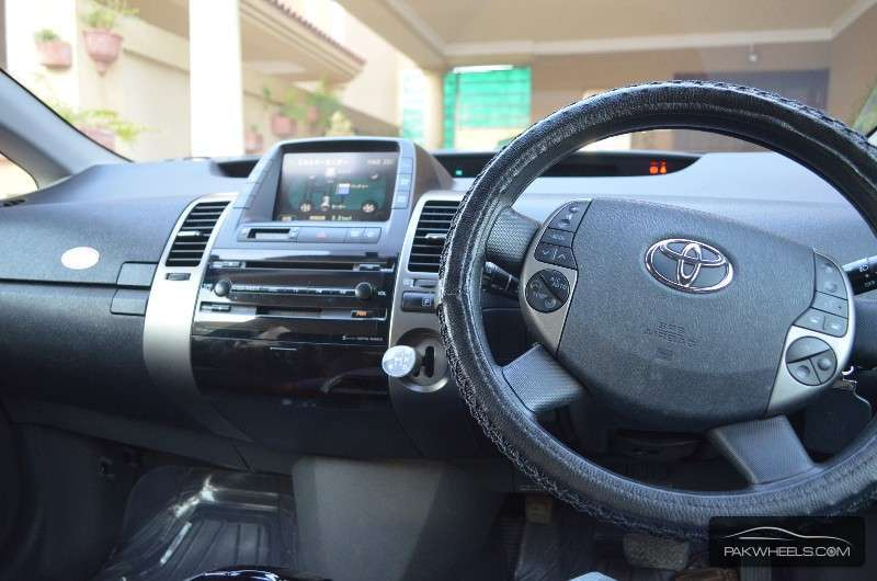 Toyota Prius G Touring Selection 1.5 2010 Image-4