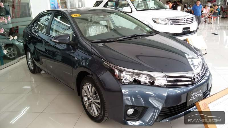 Toyota Corolla Altis Cruisetronic 1.8 2015 for sale in Lahore ...