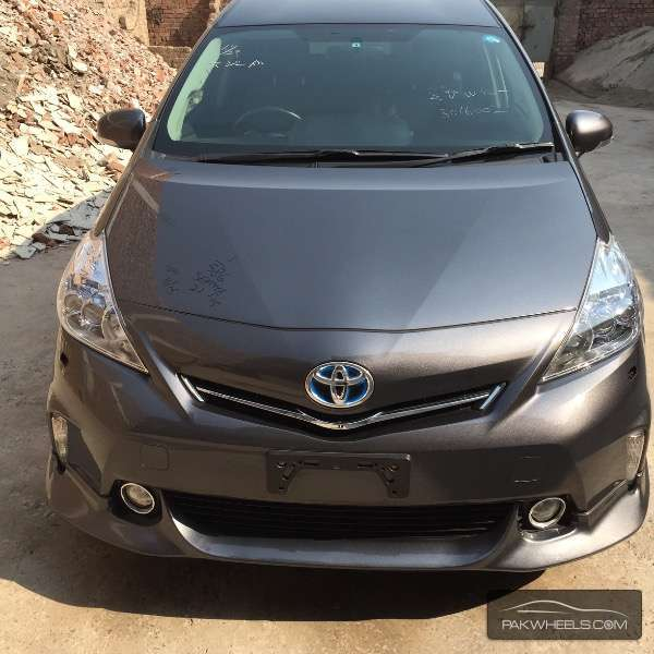 used toyota prius alpha 2012 car for sale in lahore 1071043 pakwheels. Black Bedroom Furniture Sets. Home Design Ideas