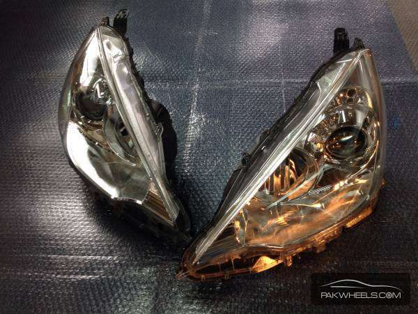 toyota aqua head light pair For Sale Image-1
