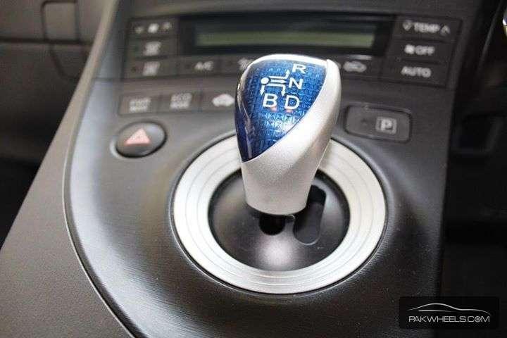 Toyota Prius S 1.8 2011 Image-2