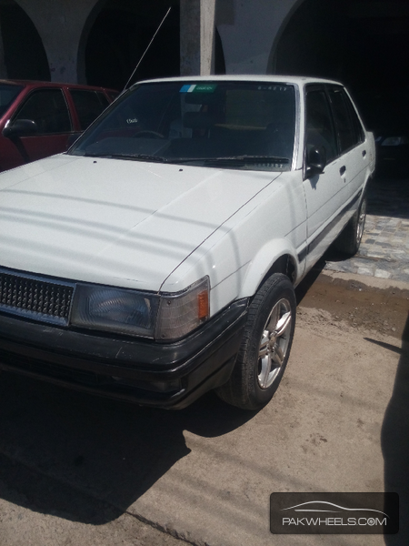Toyota Corolla DX Saloon 1985 Image-2