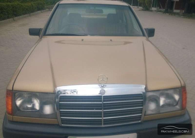 Mercedes Benz E Class 1988 Image-1