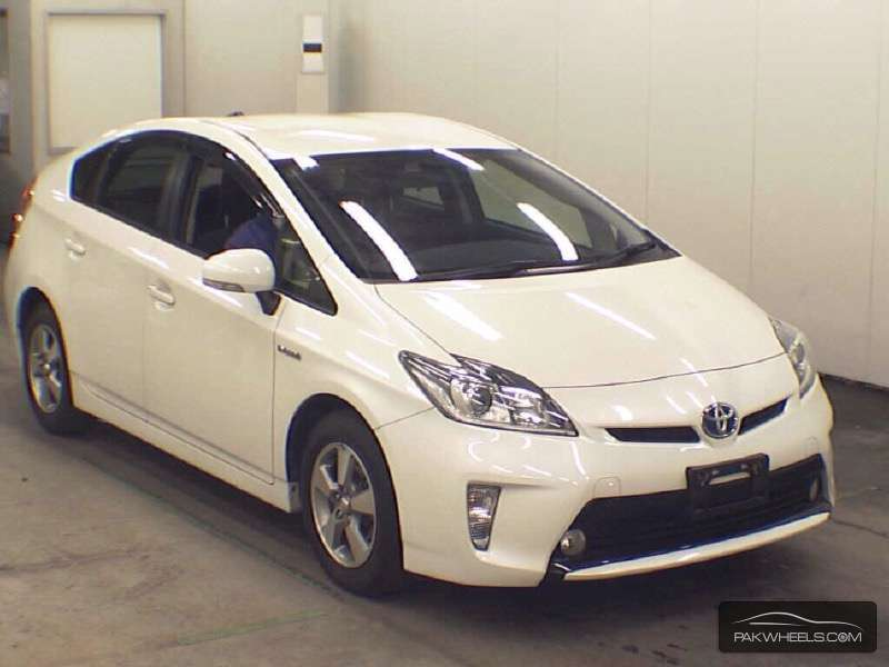 used toyota prius 1 8 s led edition 2012 car for sale in islamabad 1159815 pakwheels. Black Bedroom Furniture Sets. Home Design Ideas