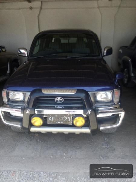 Toyota Hilux 2000 Image-1