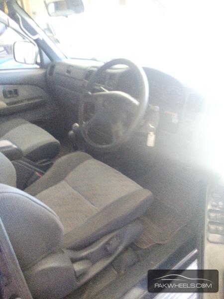 Toyota Hilux 2000 Image-4