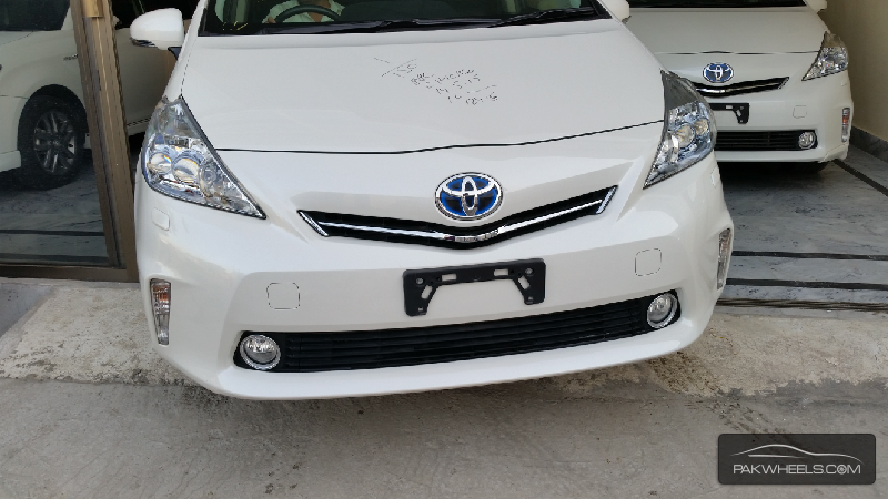 used toyota prius alpha 2012 car for sale in islamabad 1178465 pakwheels. Black Bedroom Furniture Sets. Home Design Ideas