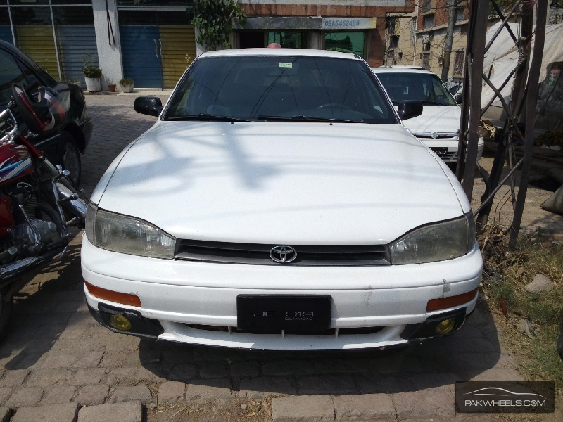 Toyota Camry 1992 Image-1