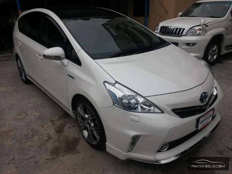 toyota prius alpha 2012 for sale in lahore pakwheels. Black Bedroom Furniture Sets. Home Design Ideas