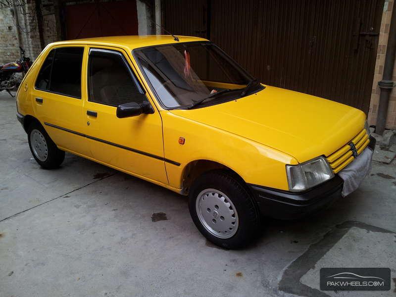 Peugeot 205 1993 Image-1