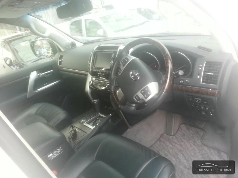 Toyota Land Cruiser 2013 Image-4