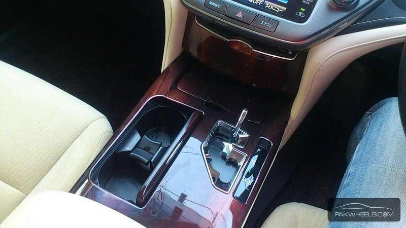 Toyota Crown Royal Saloon 2013 Image-3