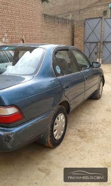 Toyota Corolla SE Saloon 1995 Image-5