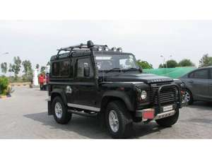 Slide_land-rover-defender-90-2011-8708343