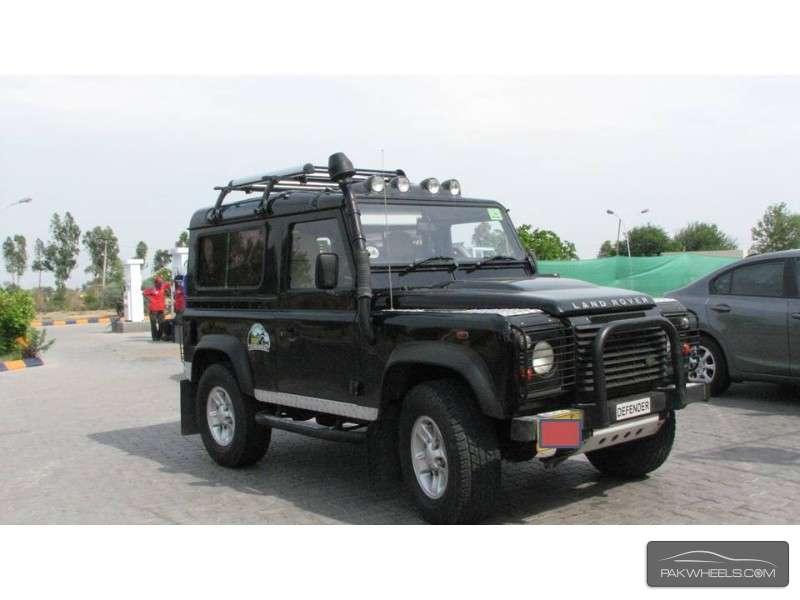 Land Rover Defender 90 SW 2011 Image-1