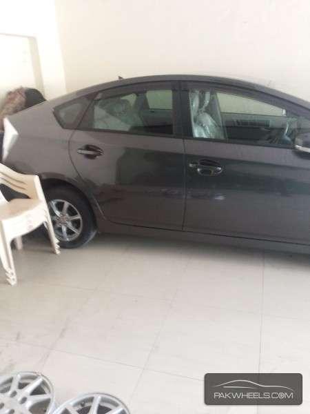 Toyota Prius 2011 Image-2