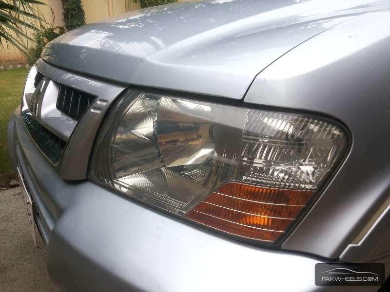 Mitsubishi Pajero 2003 Image-3