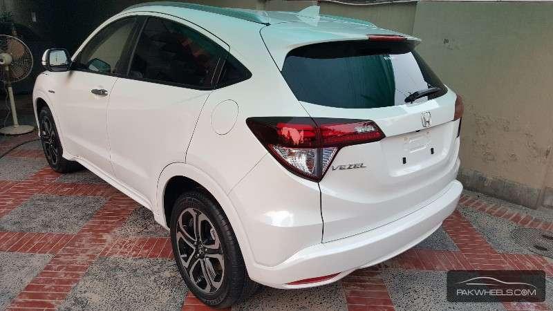 Honda Vezel Hybrid Z 2015 Image-2