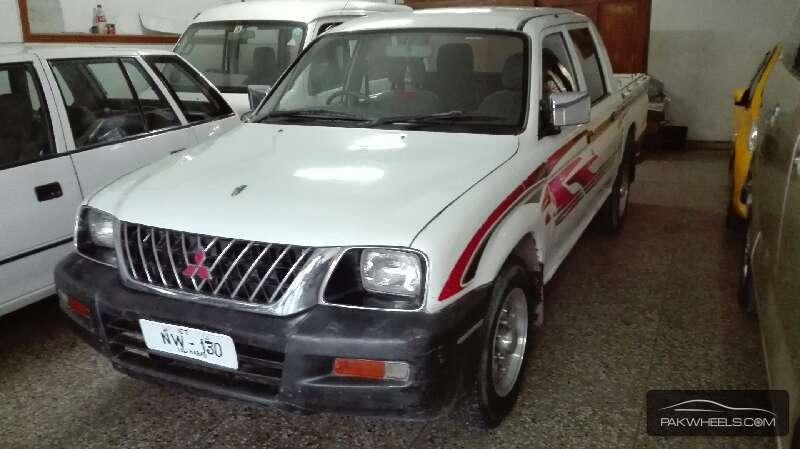Mitsubishi Hiace 2005 Image-2