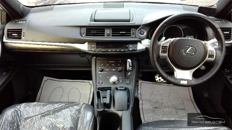 Lexus CT200h F Sport 2012 Image-4